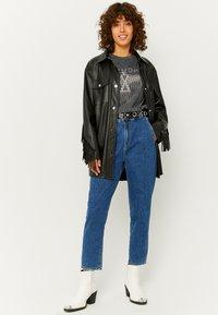 TALLY WEiJL - Jeans Tapered Fit - dark blue - 1