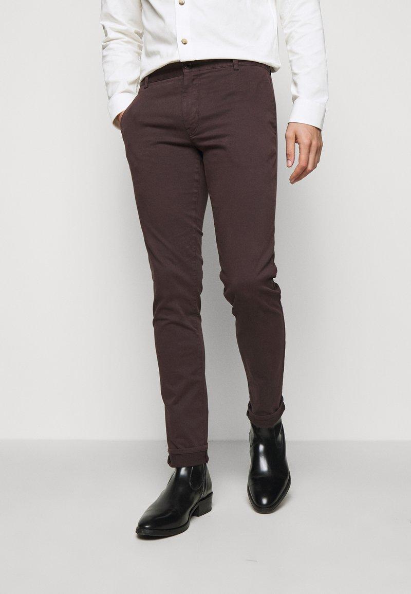 Tiger of Sweden - TRANSIT - Trousers - dark chokolate