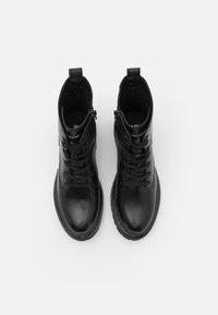Bullboxer - Šněrovací kotníkové boty - black - 5