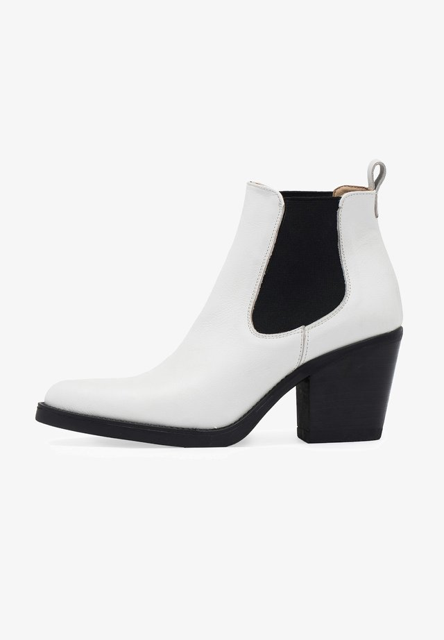 CHELSEA TACÓN - Ankle boots - blanco