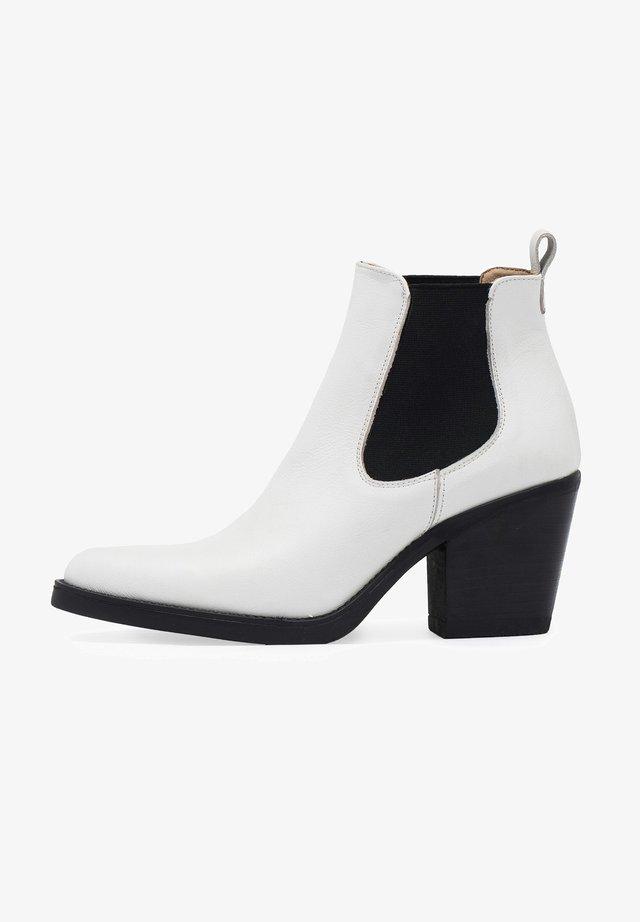 CHELSEA TACÓN - Boots à talons - blanco