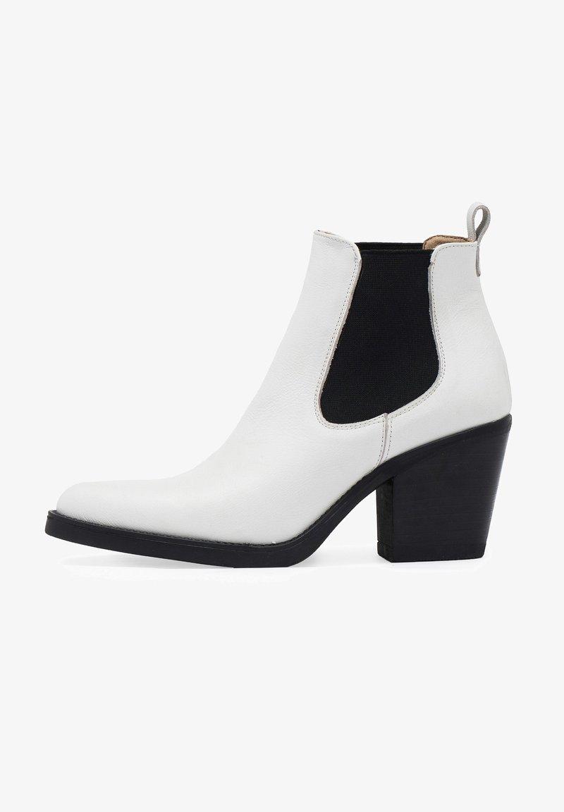 Eva Lopez - CHELSEA TACÓN - Ankle boots - blanco