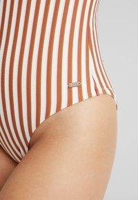 Roxy - SISTERS ONE PIECE HIGH LEG HAILEY BIEBER - Swimsuit - marshmallow/golden tan - 5