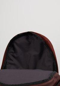 Nike Sportswear - ELEMENTAL - Rucksack - bronze/eclipse - 4