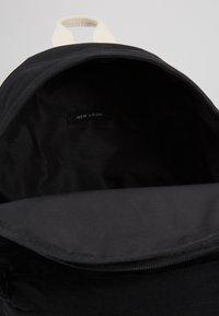 New Look - CASUAL BACKPACK - Rucksack - black - 4