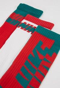 Nike Sportswear - EVERYDAY CUSH GIFT BOX 3 PACK - Strømper - red - 2