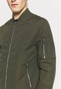 Jack & Jones - JERUSH - Bomberjacks - forest night - 5