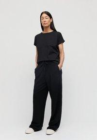 ARMEDANGELS - IDAA  - Basic T-shirt - black - 1