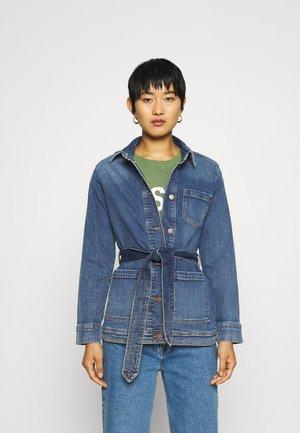 KENDI RIKKA JACKET - Giacca di jeans - mid blue wash