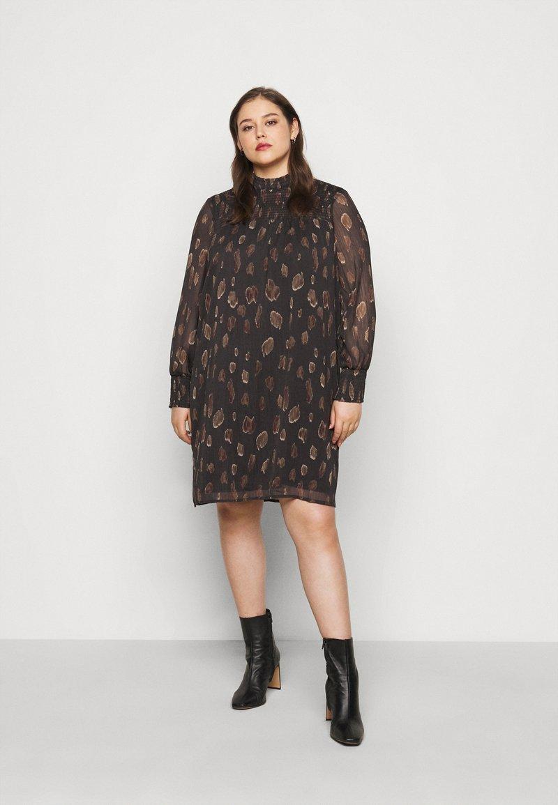 Vero Moda Curve - VMFANT O-NECK DRESS - Day dress - phantom