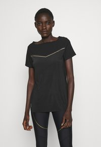 ONLY PLAY Tall - ONPJEWEL BOATNECK TRAINING TEE - Print T-shirt - black/white gold - 0