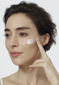 L'Oréal Paris - REVITALIFT FILLER TAG UND NACHT GESICHTSPFLEGE-SET - Skincare set - - - 4