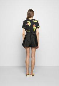 3.1 Phillip Lim - ORIGAMI  - Shorts - black - 2