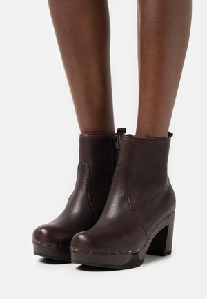 LORETTA - Platform ankle boots - brown