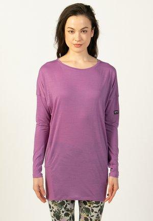 MERINO LONGSLEEVE W JP YOGA LOOSE LS - Sports shirt - dunkellila