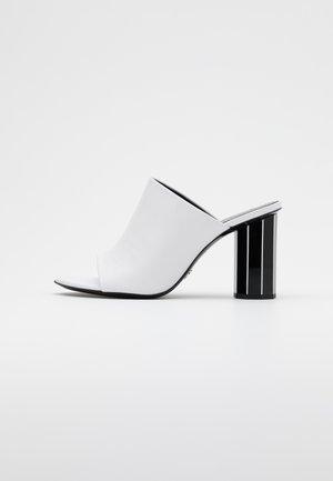 Heeled mules - tacco white/black