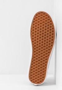 Vans - STYLE 36 - Sneakersy niskie - apricot buff/true white - 4