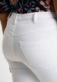Zizzi - AMY LONG - Jeans Skinny - bright white - 3