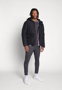 CLOSURE London - TEXTURED STRIPE TROUSER - Pantalones deportivos - grey - 1