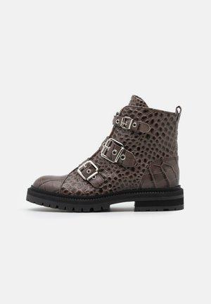 Kovbojské/motorkářské boty - taupe/silver