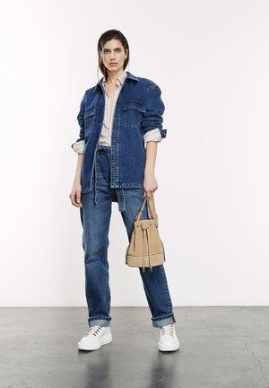 DÉLAVÉ À CEINTURE AMOVIBLE - Jeans Straight Leg - blue denim