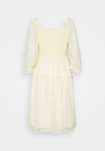 YASDEANNA 3/4 DRESS - Cocktailkjole - yellow
