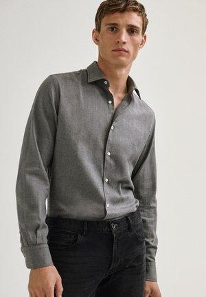MIT FISCHGRÄTMUSTER - Shirt - grey
