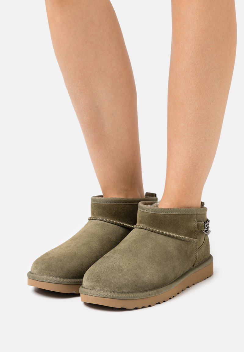 UGG - CLASSIC ULTRA MINI CHAINS - Ankle boots - burnt olive