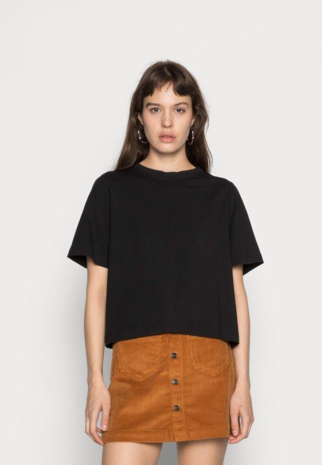 TRISH - Basic T-shirt - black