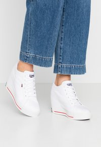 Tommy Jeans - NICE WEDGE - Joggesko - white - 0