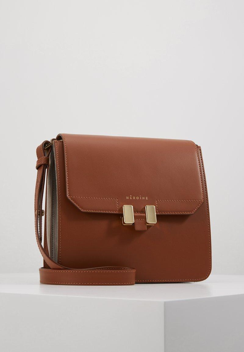 Maison Hēroïne - TILDA TABLET MINI - Across body bag - cognac