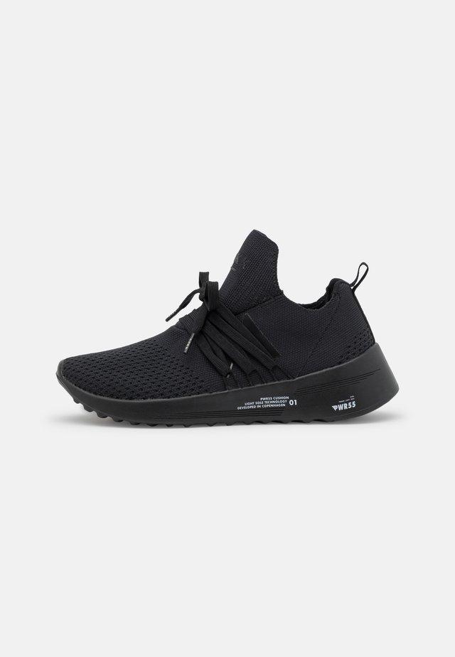 RAVEN FG 2.0 UNISEX - Sneakers - black