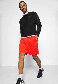 Nike SB - SUNDAY UNISEX - Shorts - chile red/dark beetroot - 3