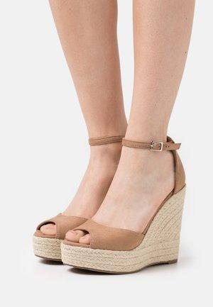 Sandales à plateforme - taupe