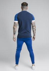 SIKSILK - INVERSE TECH TEE - T-shirt con stampa - navy - 2