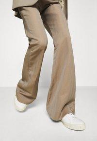 Hope - FLARE TROUSERS - Trousers - beige herringbone - 3