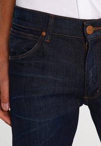 Wrangler - GREENSBORO - Straight leg jeans - rinse resin - 3