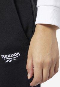 Reebok Classic - CLASSICS VECTOR BIG LOGO PANTS - Tracksuit bottoms - black - 3