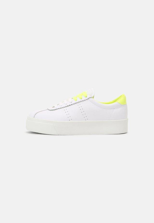 LEAW - Sneakersy niskie - white/yellow