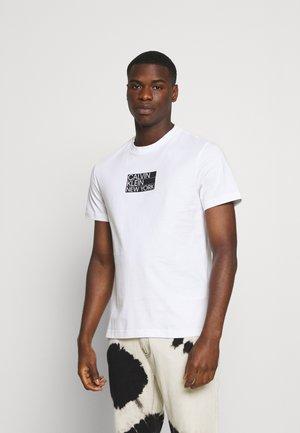 GRAPHIC CHEST LOGO - T-shirts print - bright white