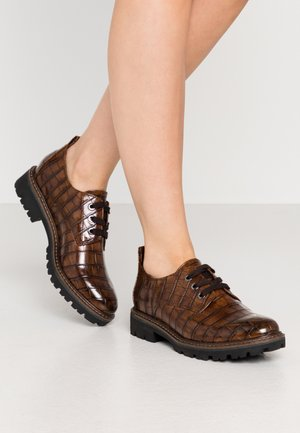 Lace-ups - chestnut