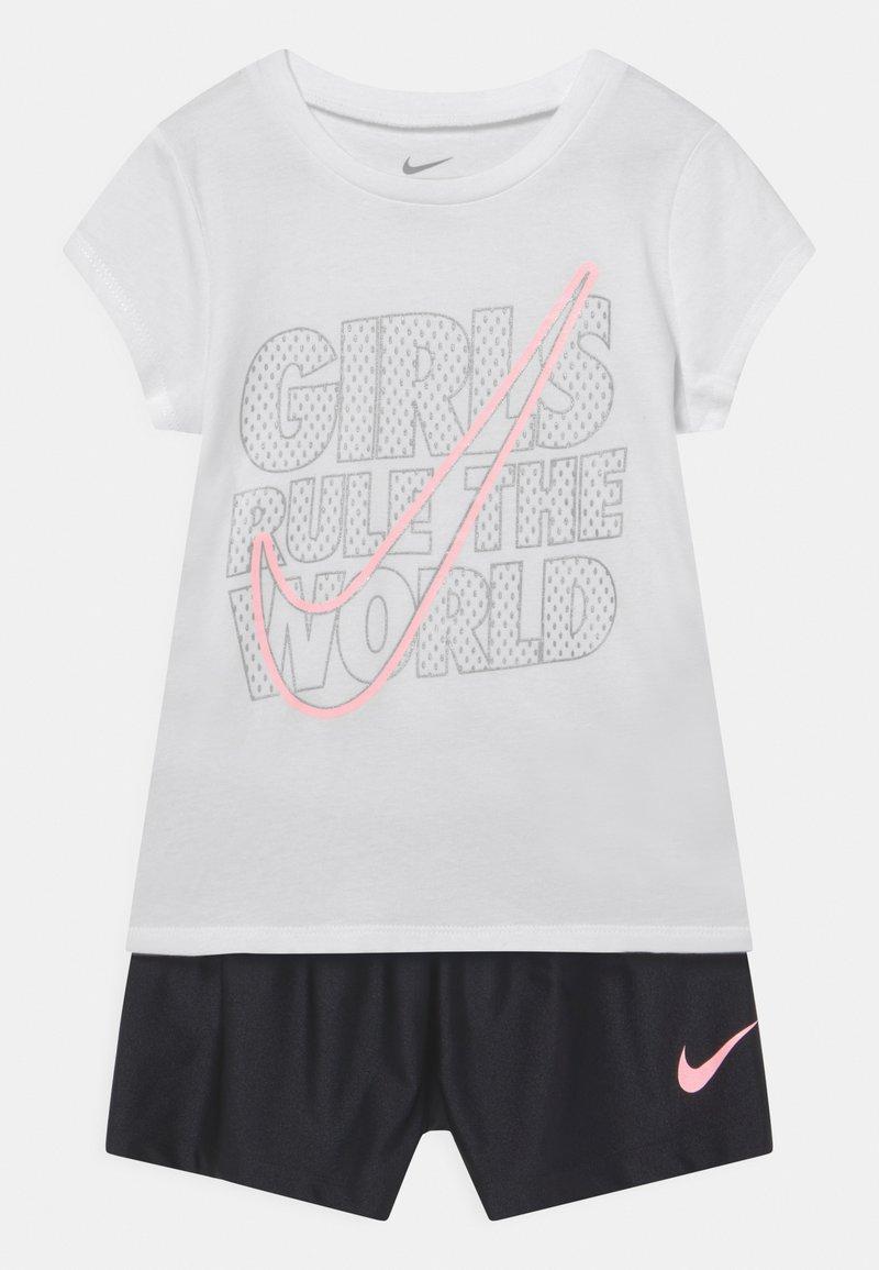 Nike Sportswear - PRACTICE PERFECT SET - Camiseta estampada - black