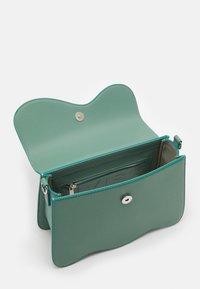 HVISK - ELUDE RESPONSIBLE - Handbag - dusty blue - 2