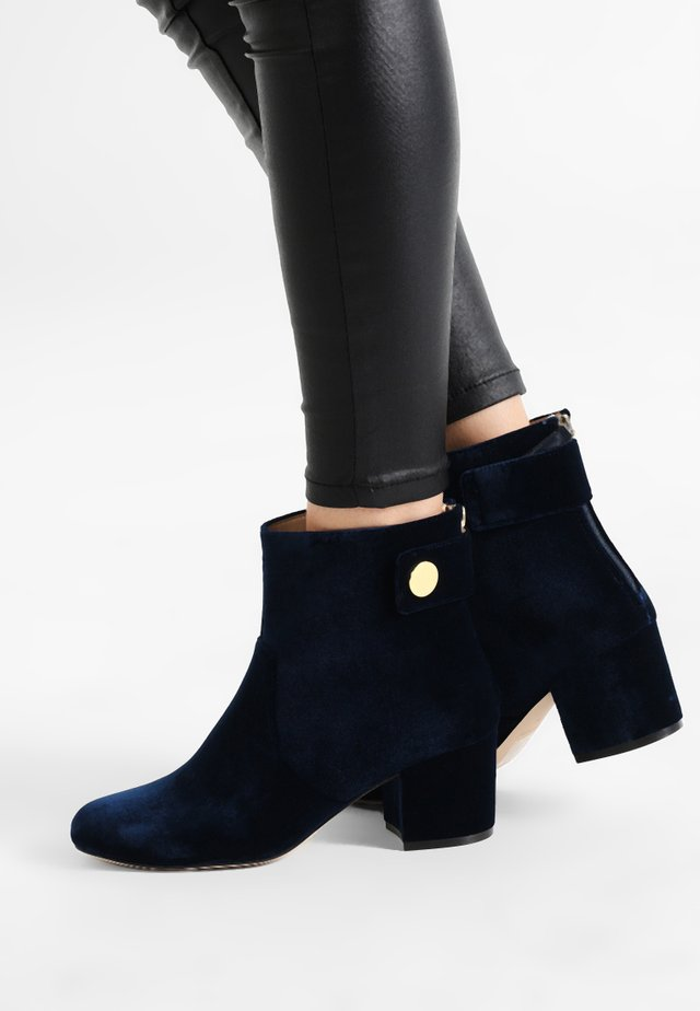 QUARRYN 2 - Classic ankle boots - french navy