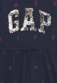 GAP - GIRLS FLIP LOGO DRESS - Žerzejové šaty - navy - 2