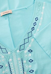 Triangle - T-SHIRT MIT ETHNO-STITCHING - Top - turquoise embroidery - 2