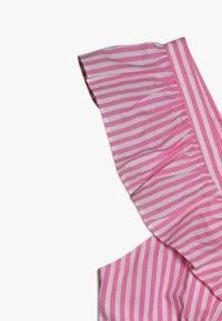 Scotch & Soda - CRISPY DRESS IN YARN DYED STRIPES - Korte jurk - pink/white - 2