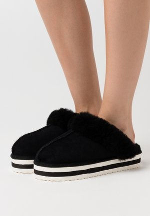 HOLLY - Slippers - black