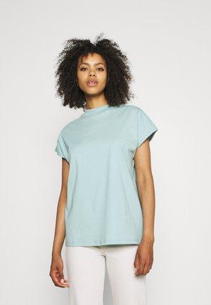PRIME - Basic T-shirt - turquoise light