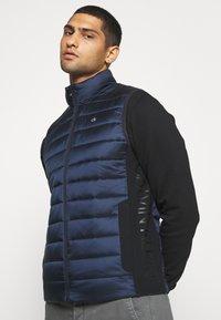 Calvin Klein - LIGHT WEIGHT SIDE LOGO VEST - Väst - blue - 4